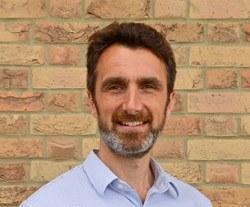 Dr Howard  Stone